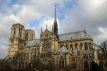 巴黎圣母院部分手工艺品由安盛承保